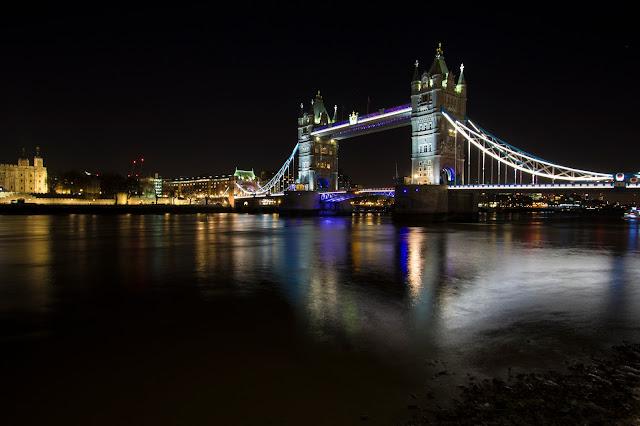 Londra-Toer bridge di notte