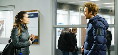 Médicos Natalie (Torrey DeVitto) e Will (Nick Gehlfuss), de Chicago Med: idas e vindas no amor