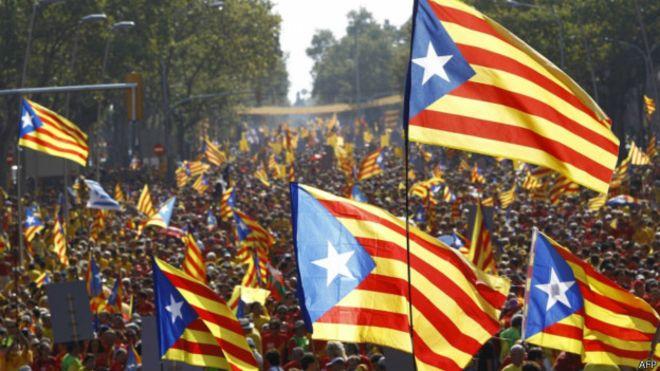 El Parlament de Cataluña aprueba la vía unilateral para la desconexión con España