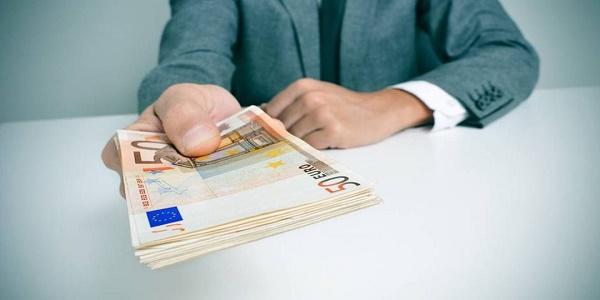 Μήπως είσαι κορόιδο που πληρώνεις; Κουρεύονται πιστωτικές και καταναλωτικά μέχρι και στο 90%!