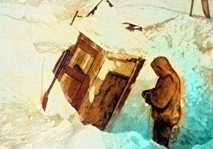 Yiyecek kutusu sayesinde karnı doymuştu, açmakta biraz zorlansada buna değmişti.