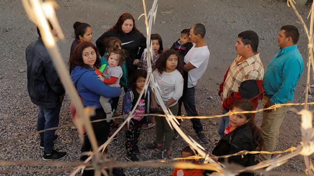 EE.UU. asegura que podría tomar hasta 2 años identificar a los niños migrantes separados de sus padres