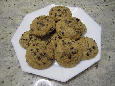 Cookies aux pépites de chocolat, recette de la box de Pandore, dans assiette