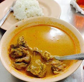 Kare di rumah makan Tabona