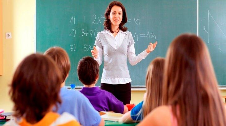 موضوع تعبير عن المعلم ودوره في بناء الاجيال