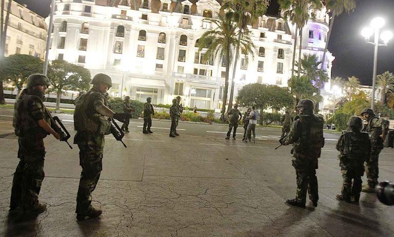 É uma guerra declarada pelo Corão contra o cristianismo. Exército francês se prepara para uma guerra em território da França.