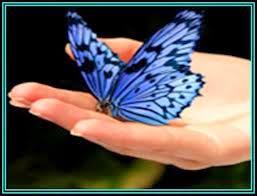 La mariposa azul - Reflexiones cristianas  Había un viudo que vivía con sus dos hijas curiosas e inteligentes. Las niñas siempre hacían muchas preguntas. A, algunas de ellas, el padre sabía responder a otras no.