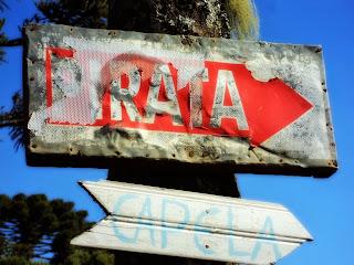 """Placas """"Pirata"""" e """"Capela"""", Cascata do Pirata, em São Joaquim"""