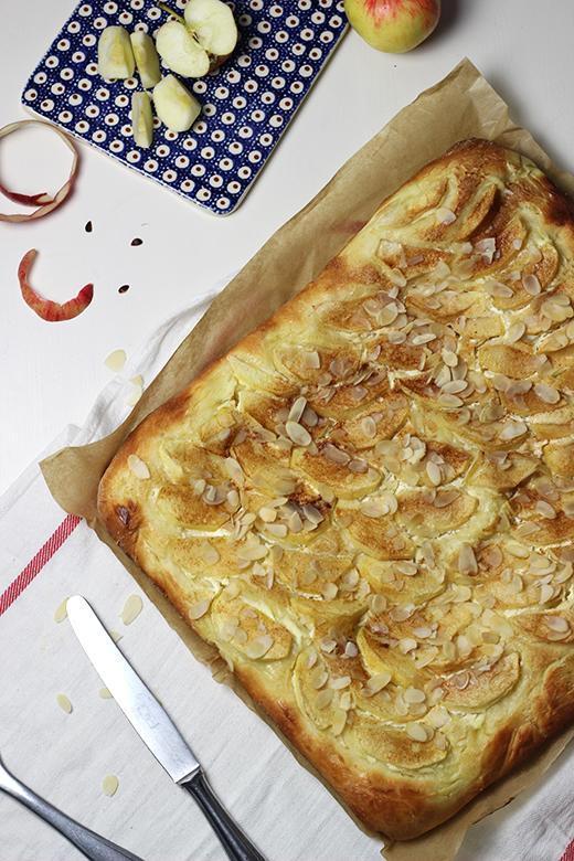 Rezept Apfel-Schmand-Blechkuchen, Hefeteig, Holunderweg18