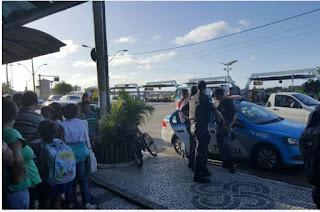 http://vnoticia.com.br/noticia/1374-homem-e-detido-por-populares-dentro-de-shopping-apos-tentativa-de-assalto-em-campos