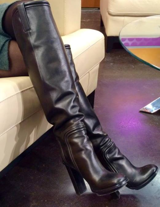 BOOT SELFIES!!! THE NEWSLADIES LOVE TO TAKE PICTURES OF THEIR FABULOUS FOOTWEAR!!!