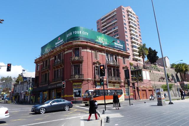 Estrada da viagem de carro de Valparaíso à Viña del Mar
