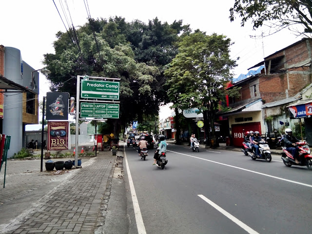 Jalan Raya Tlogomas Malang