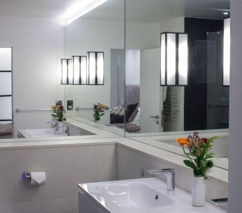 kamar mandi minimalis 2x2 dinding cermin
