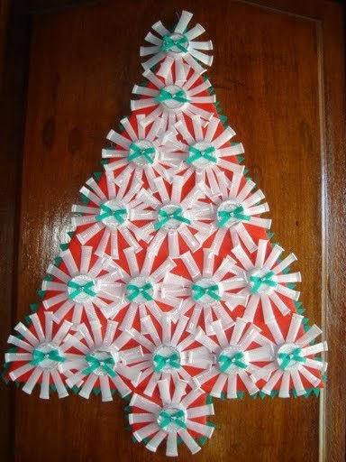 Árbol de Navidad con vasos desechables