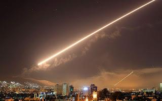 Η Συρία φλέγεται, ο κόσμος αγωνιά
