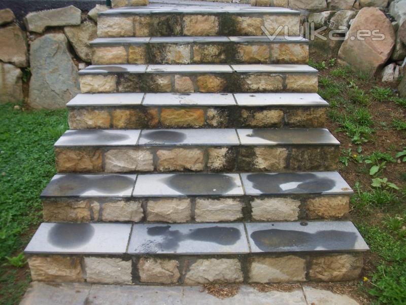 Decoracion actual de moda escaleras de piedra for Gradas decoradas