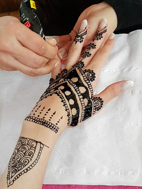 ANGEL BEAUTY PARLOUR CROYDON FOR BLACK HENNA TATTOO IN ACTION