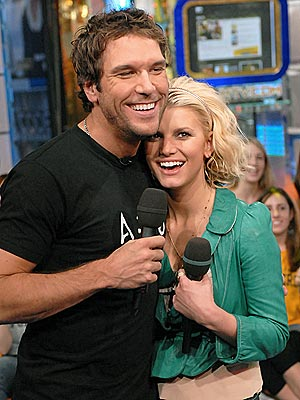 Jessica Simpson Set a Wedding Date With Fiance Eric Johnson