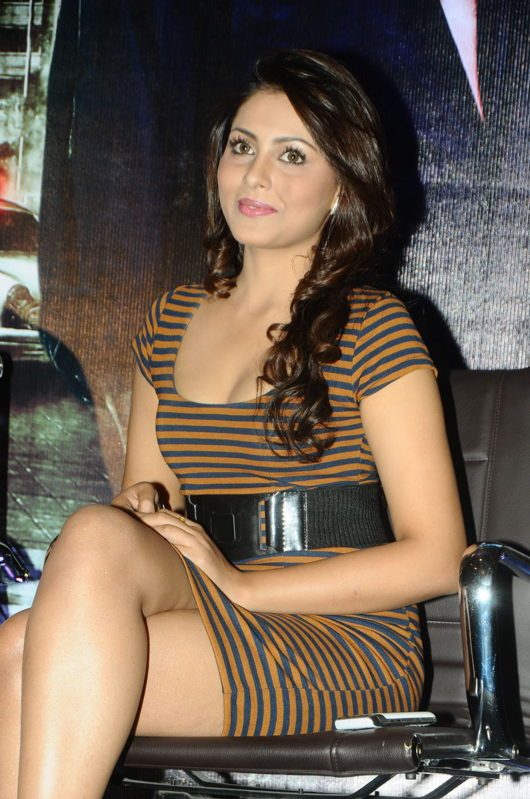 High Quality Bollywood Celebrity Pictures Madhu Shalini -5293