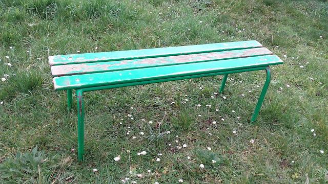 Ancien banc d 39 cole petite dimensions bois et fer for Table d ecolier en bois