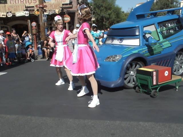 DANCE 'N DRIVE - דיסנילנד קליפורניה