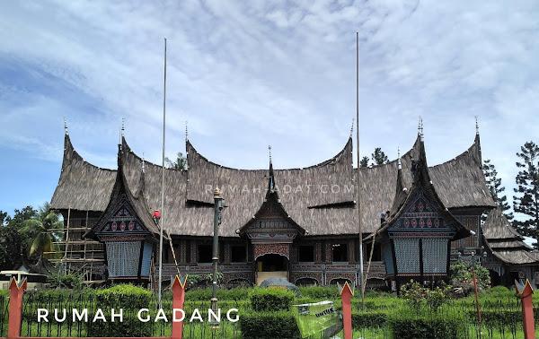 Rumah Adat Sumatera Barat  Rumah Gadang  Tradisi Tradisional