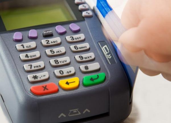 Μαζική αγωγή κατά τραπεζών για τις παράνομες προμήθειες στις ηλεκτρονικές συναλλαγές