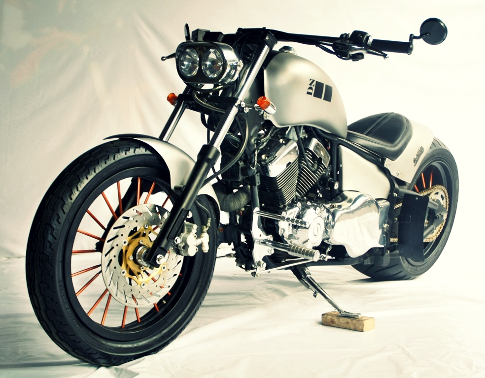 STUDIO MOTOR CUSTOM BIKE INSPIRASI 300 BAD LAND  KAISAR
