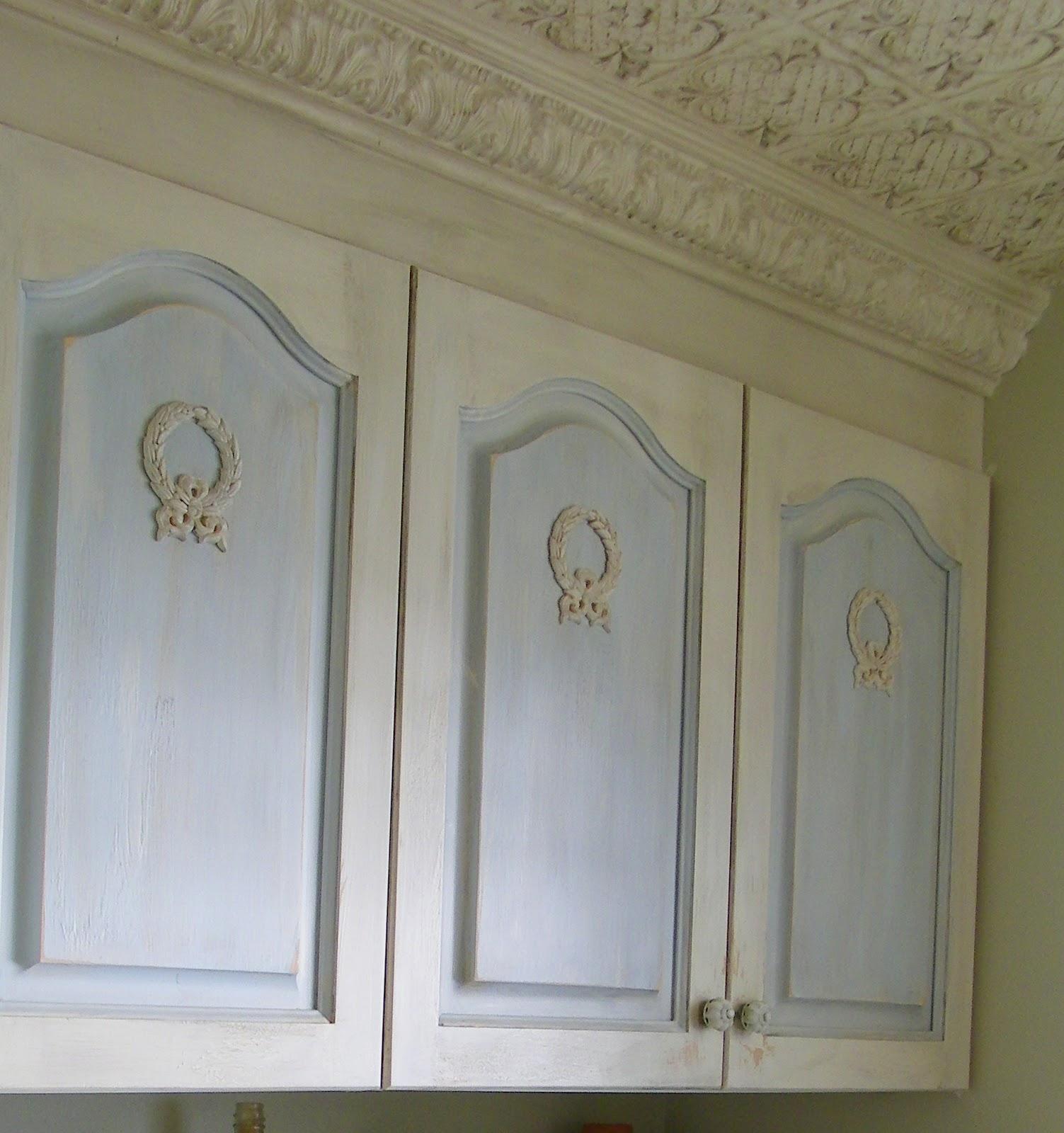 Kitchen Cabinet Appliques: Maison Decor: Cottage Washroom Cabinet Appliques