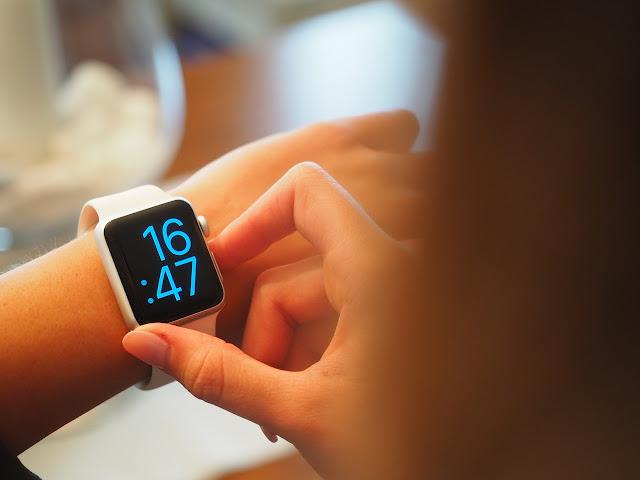 digitalni-sat-pokazatelj-vremena-kasnjenje-losa-navika-ljudi