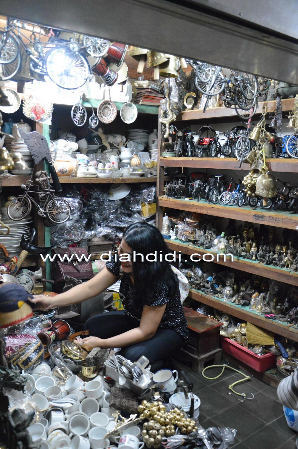 Ke Pasar Beringharjo Yogya..Bukan Berburu Batik Lagi..Tapi Berburu Properti    Perkakas Dapur Jadul Untuk Foto Makanan..   a46512d2bd