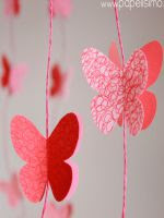 http://papelisimo.es/2014/05/guirnalda-mariposas-de-papel/