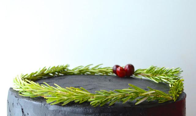 lumberjack-plaid-surprise-inside-buffalo-moose-christmas-cake-deborah-stauch-rosemary-cranberry-wreath