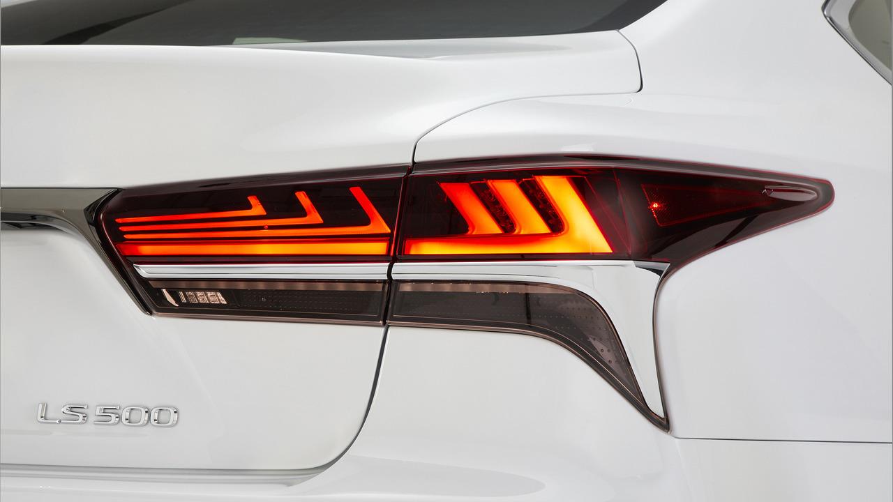 Lexus-LS-500-2018-16