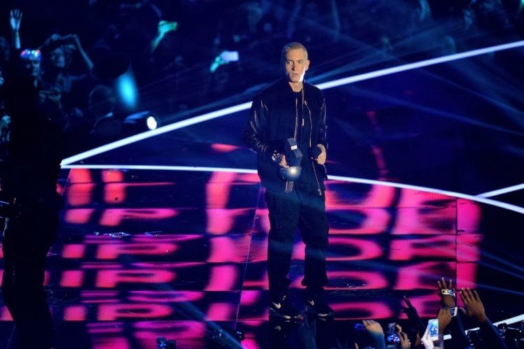 be76dd0924 NWK to MIA: Eminem Takes Home 2 Awards & Performs 'Berzerk' x 'Rap God' At  The 2013 MTV EMA's