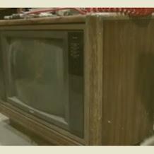 Pak Tua Ini Temukan Uang Rp 1,3 Milliar di Dalam TV, Woww..Gimana Ceritanya