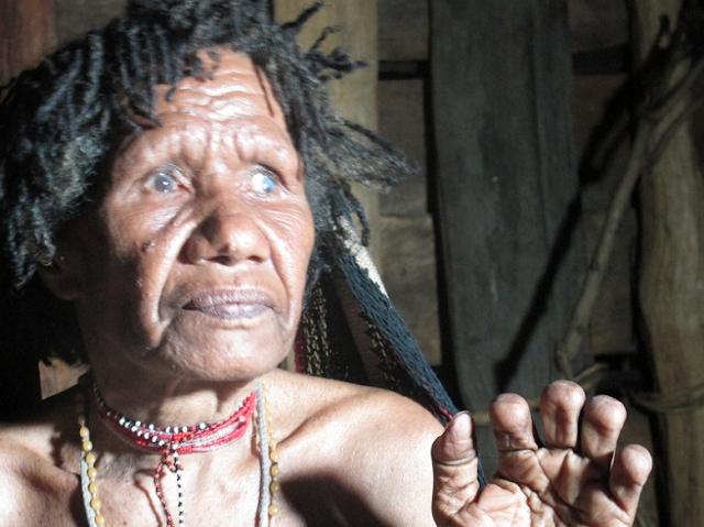 Tradisi Potong Jari Dari Papua