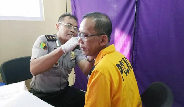 Kabag Sumda Kompol H. Mulyadi saat menjalani pemeriksaan