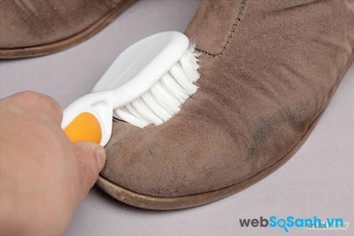 vs giày da lộn