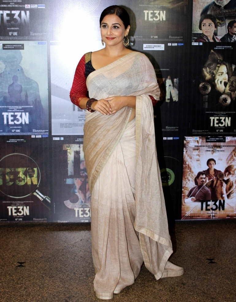 Beautiful Mumbai Girl Vidya Balan Long Hair In Transparent White Sari