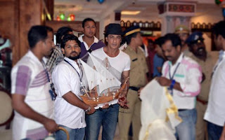 Shahrukh & Deepika in Munnar for #ChennaiExpress press meet gallery