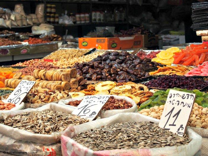 """ט""""ו בשבט בירושלים - סיור בשוק מחנה יהודה, שירת הארץ במוזיאון המוסיקה העברי"""