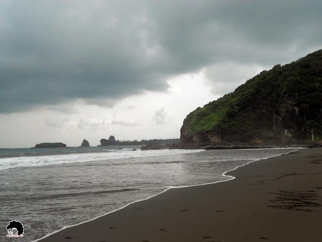 Pantai Watu Ulo, Jember