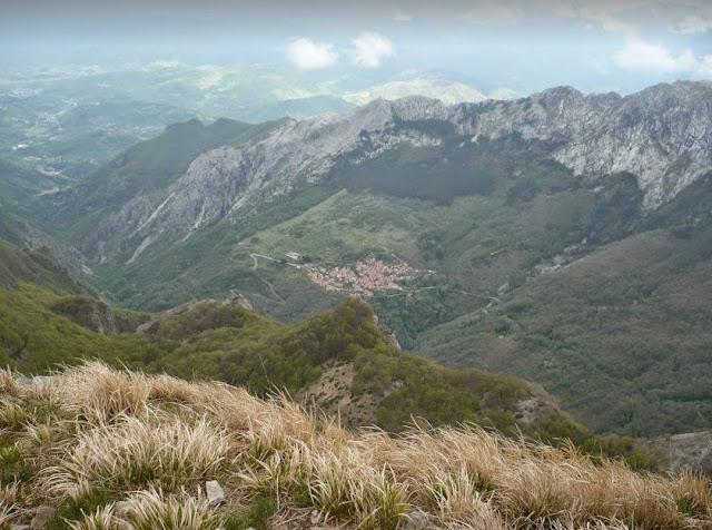 Valle di Vinca vista dal crinale