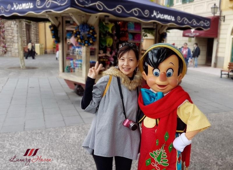 tokyo disneyland character greeting pinocchio