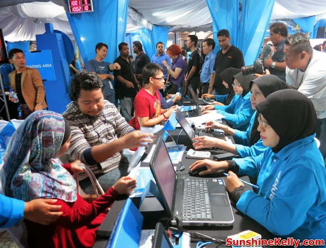 Celcom First, Celcom, iPhone 5s, iPhone 5c, Celcom Blue Cube, Sunway Pyramid, the cube, registration counter