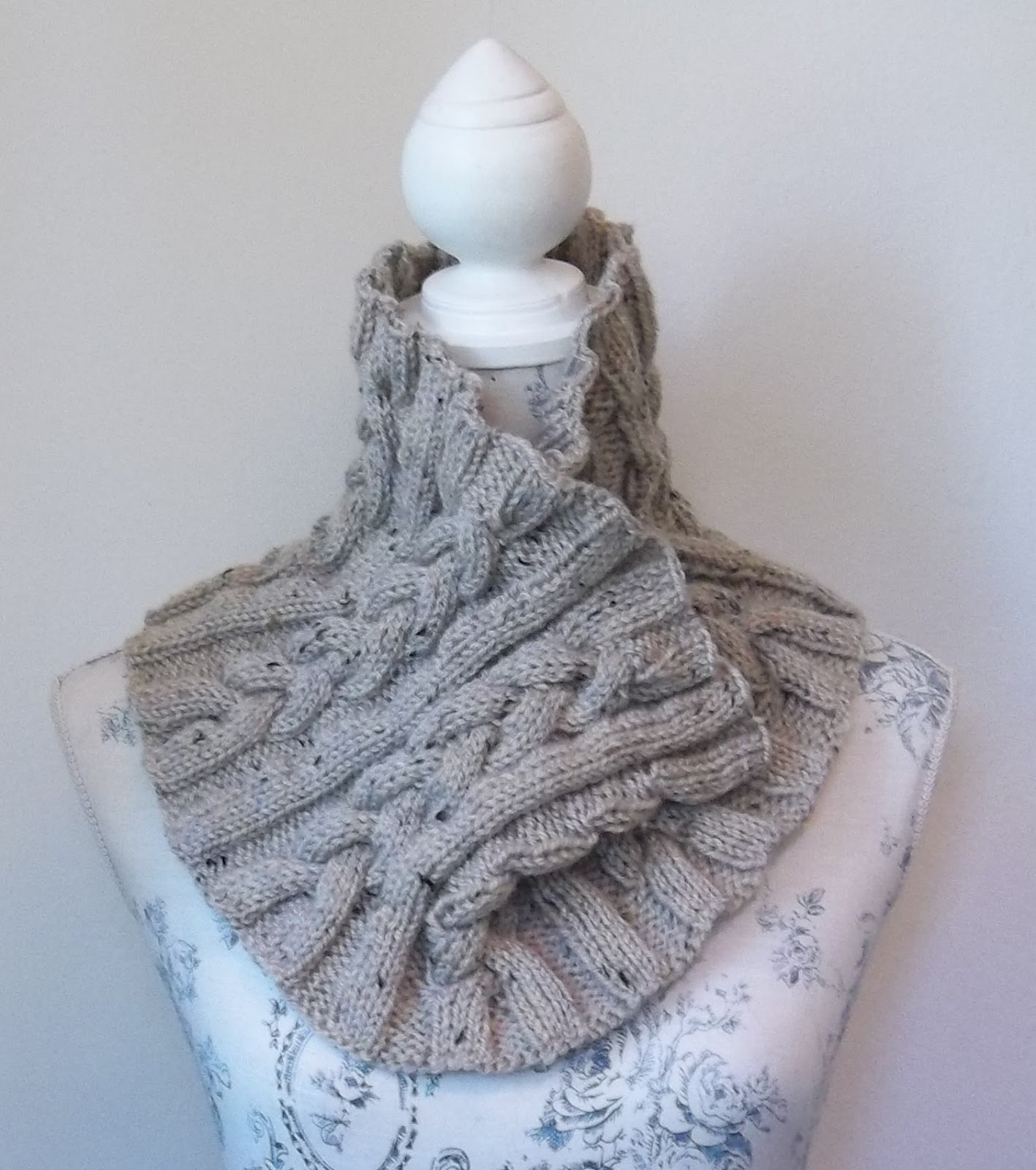 Cable Scarf Knitting Pattern : HAND KNITTING PATTERNS. ARAN. COWLS, HATS, SCARVES AND NECK WARMERS