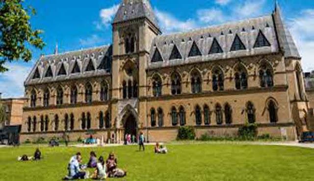 Kata universitas berasal dari bahasa latin  10 UNIVERSITAS TERTUA DI DUNIA