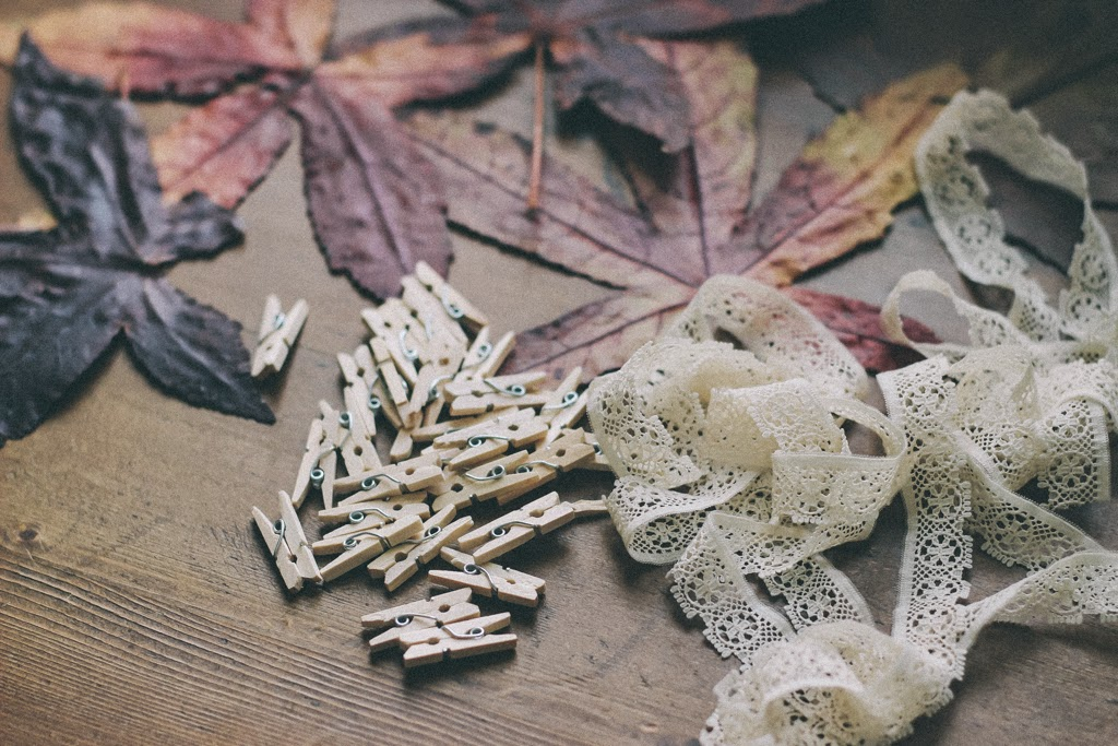 How to make an autumn leaves garland decoration